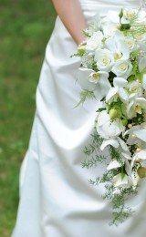 buquês de noiva com flores brancas