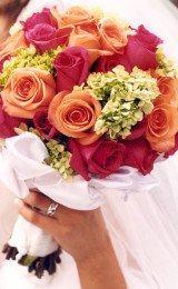 buquês de noiva com rosas coloridas