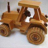 brinquedo de madeira tratorzinho
