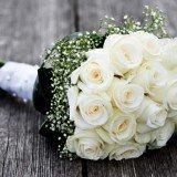 buque para noivas com rosas brancas