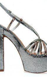 sandalias prateadas modernas