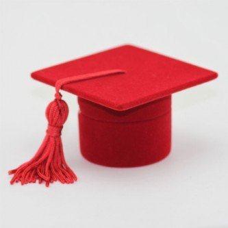chapéus de formatura vermelho