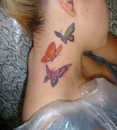 tatuagem-de-borboleta-no-pescoco-desenhos-coloridos