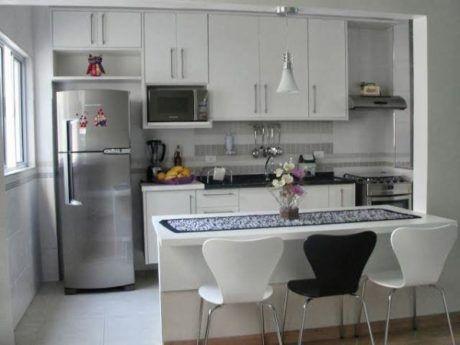 cadeiras-e-balcao-para-cozinha-americana-pequena-planejada