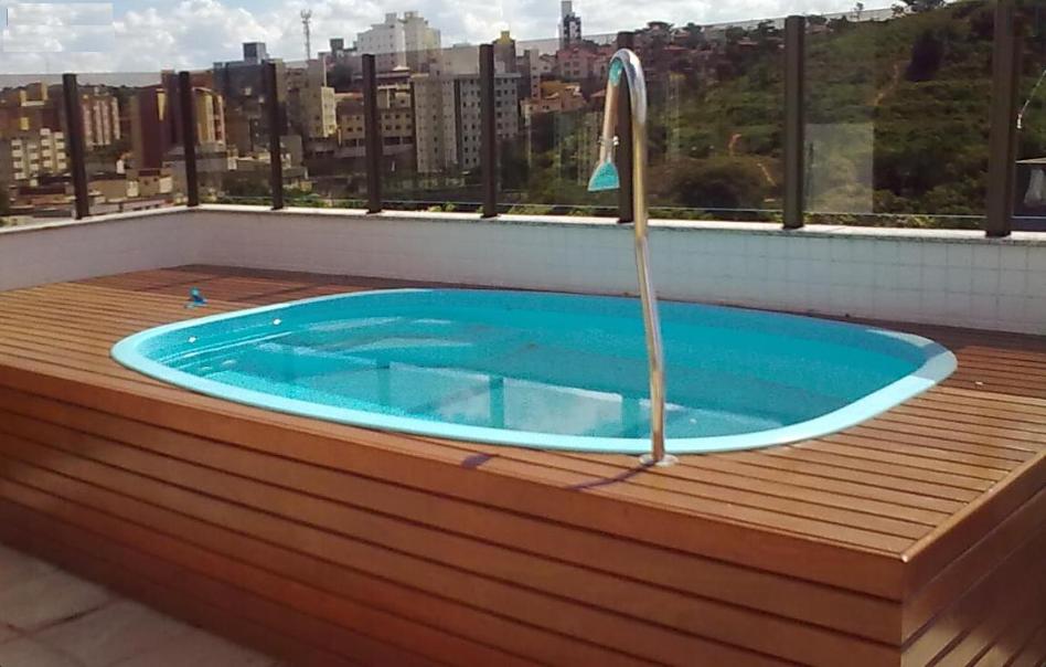 piscinas com deck de madeira 11