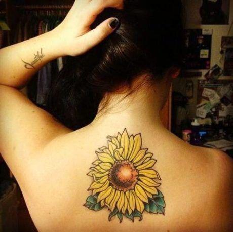 9-tatuagem-flor-girassol-nuca-feminina