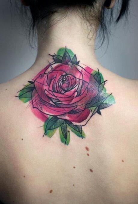tatuagem-feminina-flor-nas-costas