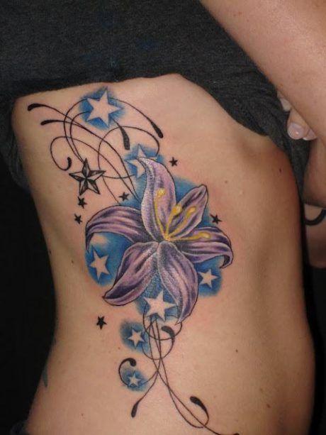 tatuagem-feminina-nas-costelas-de-flores