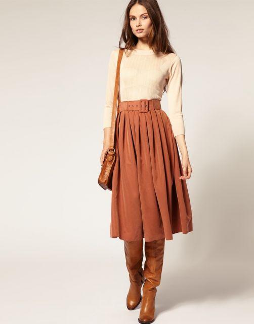 01b6234fe Imagem 1- Look moderno e muito casual, trazendo uma saia midi modelo  cintura alta com tecido suede, onde ela combina com uma blusinha básica de  manga ...