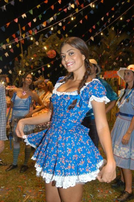 vestido-curto-azul-de-festa-junina