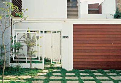 portão de madeira simples residencial