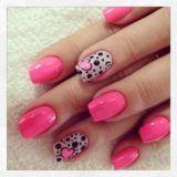 unhas decoradas com coração rosa