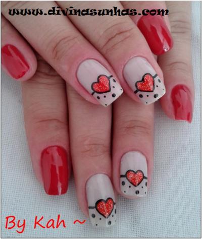 unhas decoradas com coração vermelha